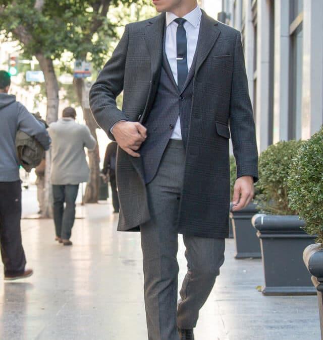 Comment porter un costume: 3 styles à connaître