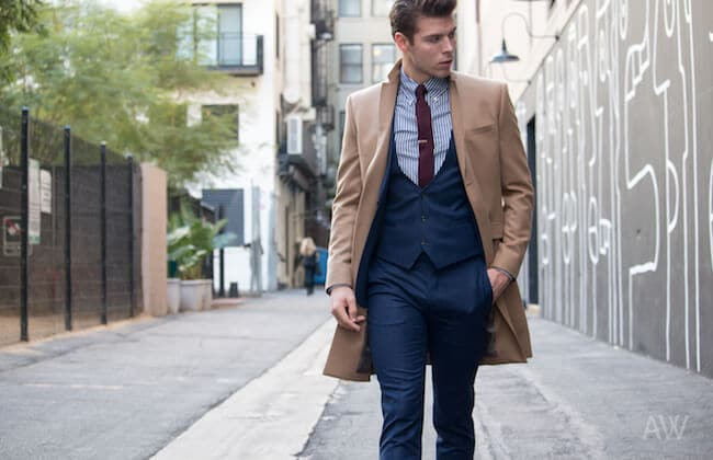 Comment porter un manteau par-dessus un costume de business