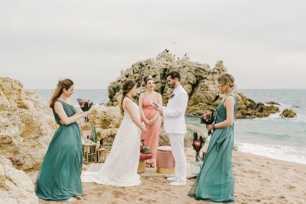 COMMENT CHOISIR UN COSTUME POUR VOTRE MARIAGE À LA PLAGE